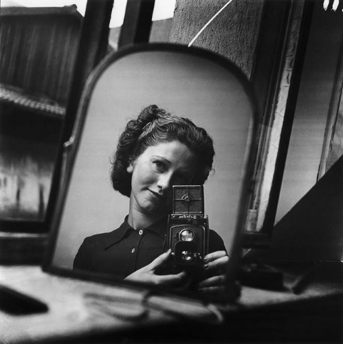 Ata Kando self portrait in a mirror