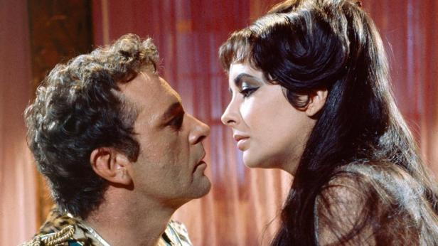 Richard Burton and Elizabeth Taylor fall in love in the movie Cleopatra